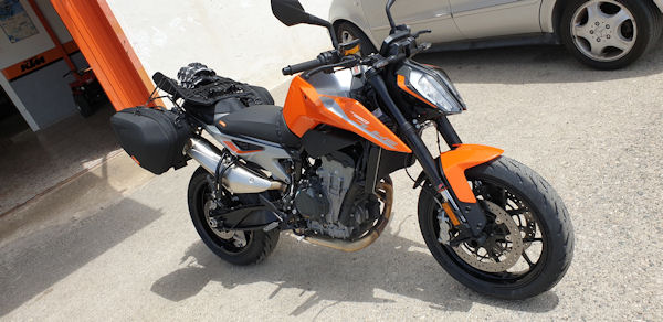 KTM Duke 790 with panniers and comfort seat outside Moto Sport Carerrres in Crevillente